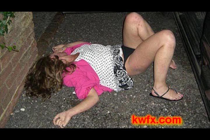 Пьяные девочки в метро (4 мб) - Anews.